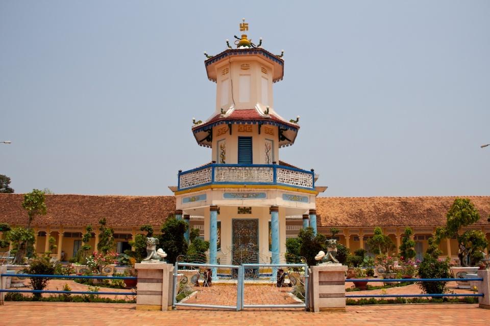 A structure a Cao Đài temple